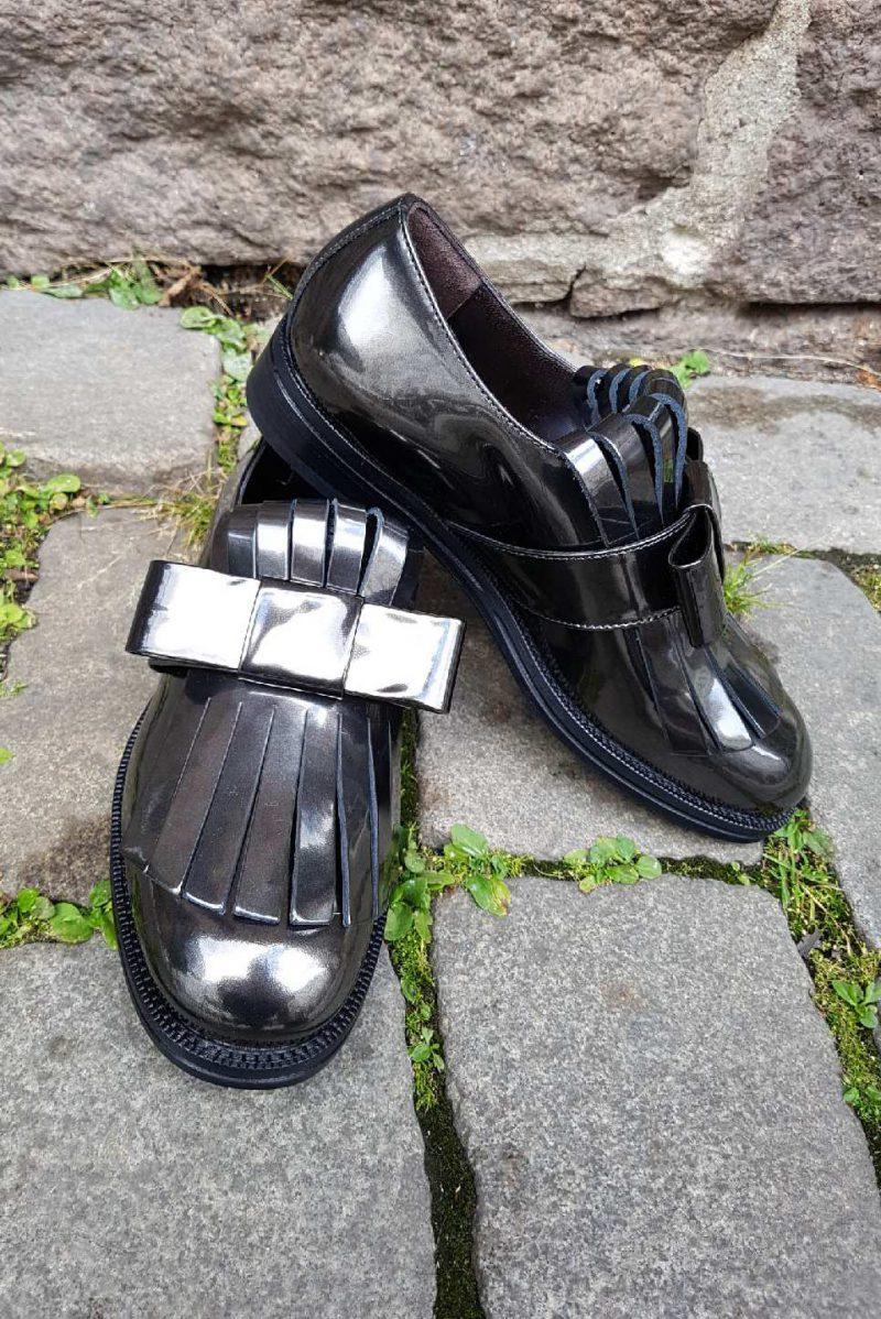Sort metallic blank kalveskinn sko med sløyfe og frynser Laura Bellariva - 9200 metallic black
