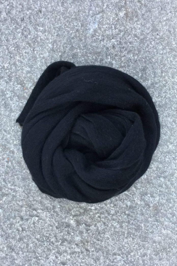 Black 'Luxury' skjerf i 100% supersoft cashmere fra Natura Casmere. Medium size: 100*160 cm