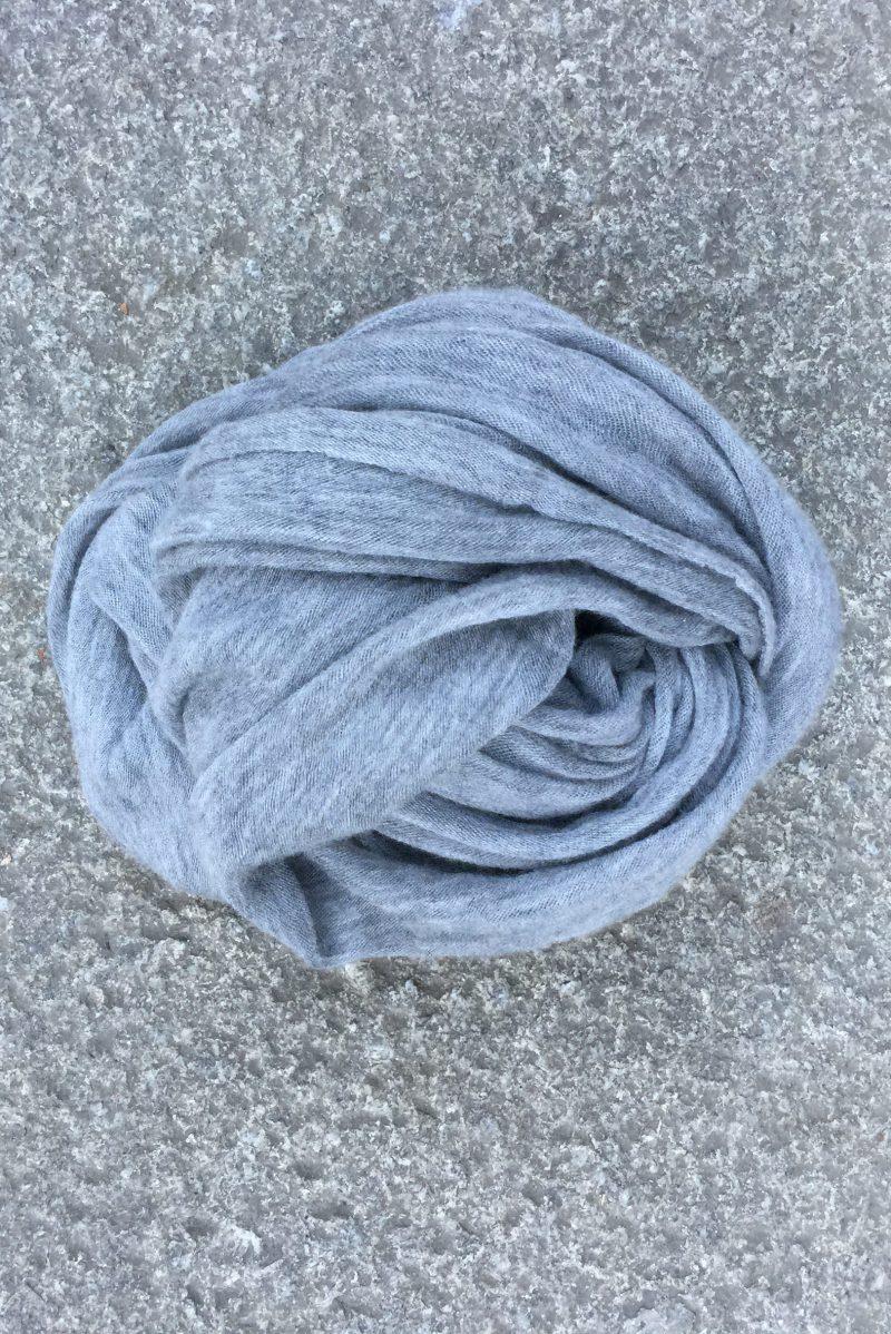 Mid grey 'Luxury' skjerf i 100% supersoft cashmere fra Natura Casmere. Medium size: 100*160 cm